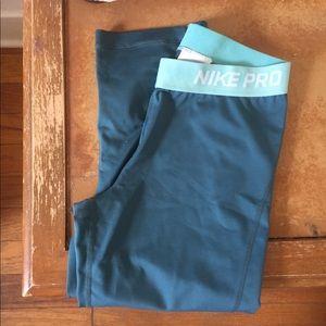 Cropped Nike Pros